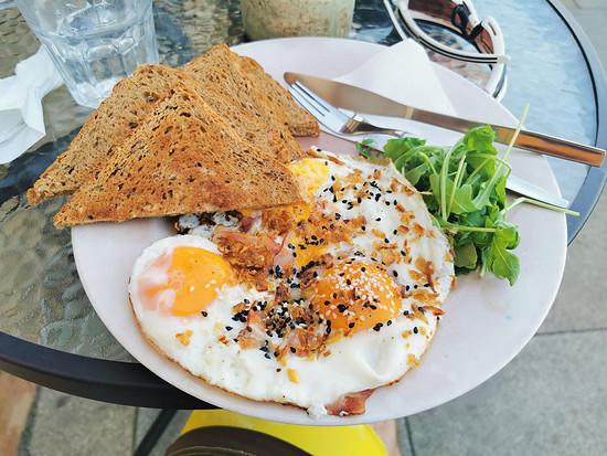Frühstück für umgerechnet 2 Euro.