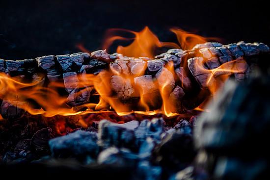 Nach 2 Stunden haben sich die Flammen gelegt und die Glut ist bereit.