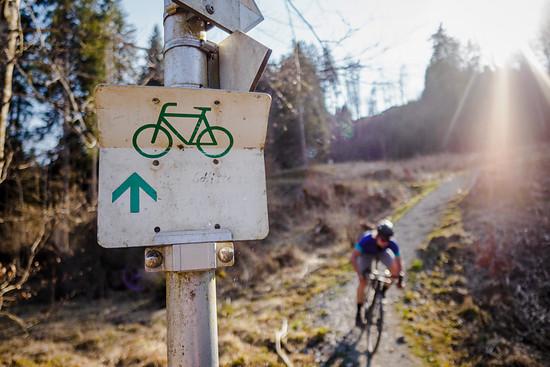 Da offizielle Radwege in Süddeutschland oft nur sehr wenig Trails beinhalten, lassen wir diese mit dem Enduro-Bike meist links liegen.
