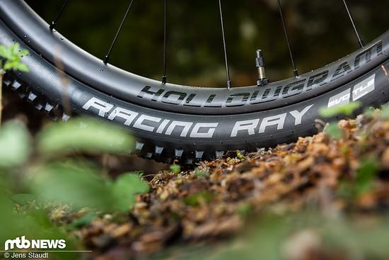 Schnelle Reifen und leichte Felgen