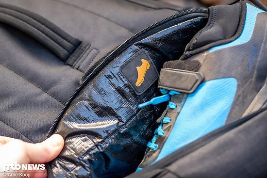 Auch für die Schuhe steht ein extra Fach zur Verfügung, welches natürlich ebenfalls wasserdicht ausgekleidet ist.