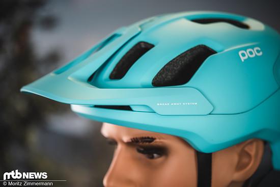 Das flexible Visier trennt sich bei einem Sturz schnell vom Helm, damit der Nacken geschützt wird …