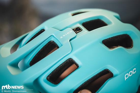 … und lässt sich per Steckverbindung wieder sofort am Helm befestigen.