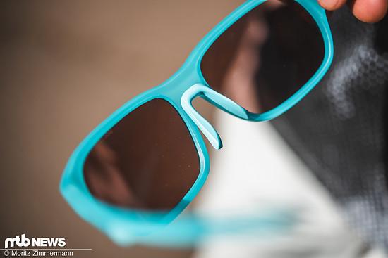 Über das flexible Nasenstück lässt sich die Brille gut anpassen.