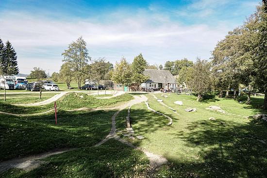 Der Übungsplatz rund um das Trailcenter bietet viele Möglichkeiten zum Spielen.