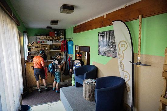 Die obligatorischen Trail-Bändchen gibt es auch hier im Trailcenter