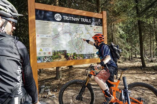 Oben am Trailhead gibt es eine Übersichtstafel mit allen Wegen