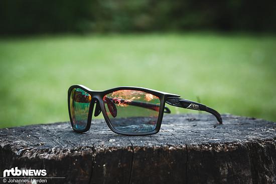 Die Alpine Twist kommt in klassischer Optik mit zwei Gläsern und hat zahlreiche Features an Bord