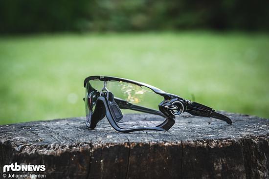 Die Oakley Jawbreaker hatten wir bereits im vergangenen Jahr als Trail Torch-Variante im Test. Für unseren Vergleichstest kommt die Jawbreaker mit Prizm Low Light-Gläsern.