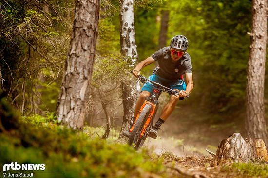 … Befürworter sehen vor allem den Zugewinn an Sicherheit auf den Trails, wodurch höhere Geschwindigkeiten ermöglicht werden.