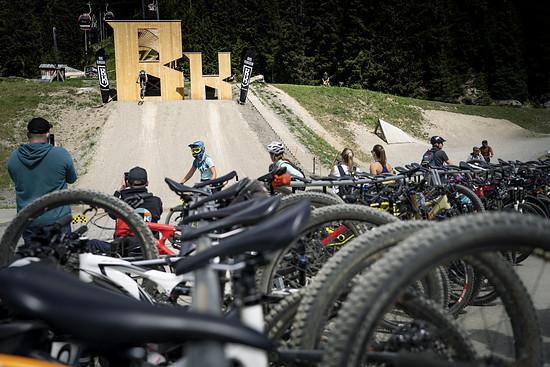 Jubel und Trubel im großen Bikepark Lenzerheide