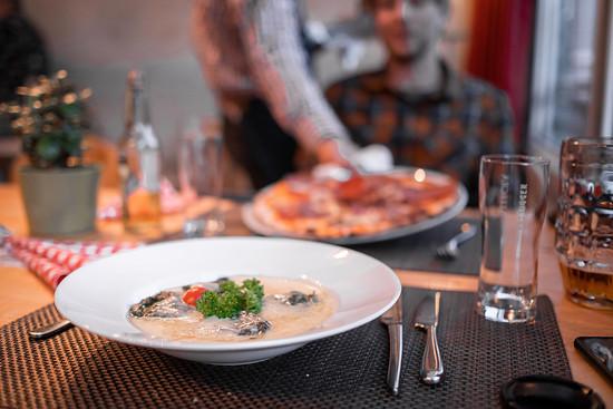 Viele Restaurants laden dazu ein, am Abend sehr gut essen zu gehen