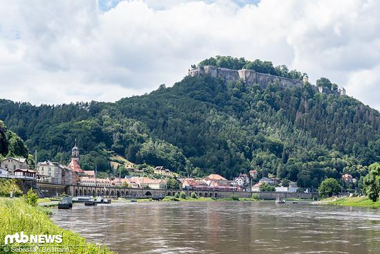 Bei einer Radtour entlang der Elbe hat man etwas mehr Ruhe und kann sich einen besseren Eindruck von der Weitläufigkeit der Sächsischen Schweiz machen