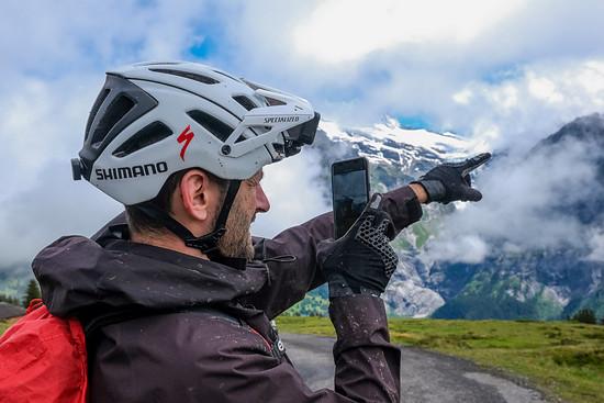 Stets bei der Arbeit – die Freunde in den sozialen Medien wollen auch wissen, wie es in Grindelwald so ist.