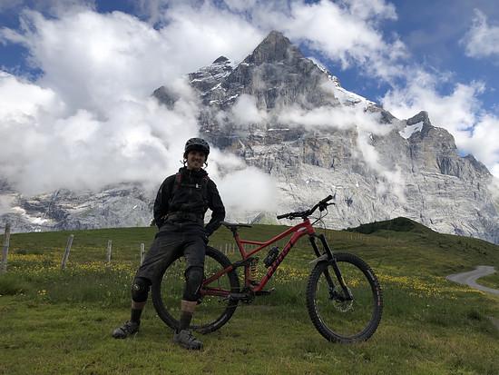 """... """"Ey Leo, mach mal ein Bild von mir mit Bike und diesem fetten Berg (das Wetterhorn) im Hintergrund!"""""""