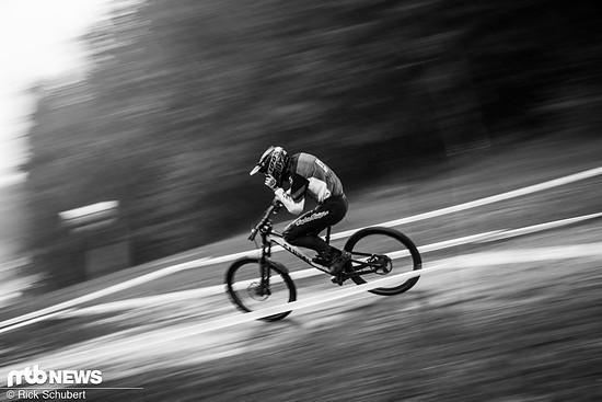 Seit seinem Wechsel zu Canyon ist Jack Moir trotz neuer Enduro-Karriere wieder beeindruckend schnell auf dem Downhill-Bike unterwegs.