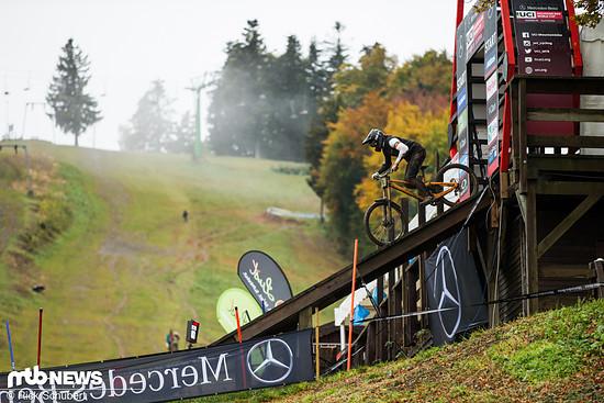 Nuno Reis startet in den morgendlichen Nebel Sloweniens