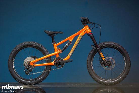 """Neben dem gezeigten Fluid FS2, gibt es auch Varianten mit 24"""". und 27,5""""-Laufrädern, Hardtails und Dirt-Jump-Hardtails."""