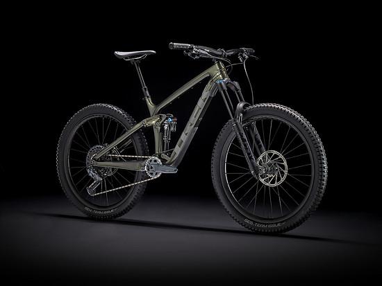 Das Trek Remedy 9.8 GX kommt mit SRAM GX Eagle-Schaltung und der neuen Fox 38 – zum Preis von 5.360 €