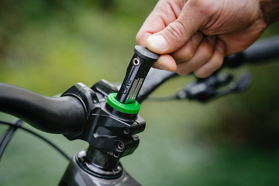 OneUp-Components-EDC-Lite-On-Bike-Green-Tool-Grab