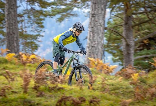 Damit sollen die Profis von Morgen ausgiebige Enduro-Touren in den heimischen Wäldern fahren können.