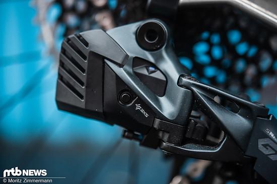 Die Abdeckung schützt den Akku vor Beschädigungen und kann bei allen SRAM AXS Mountainbike-Schaltwerken nachgerüstet werden.
