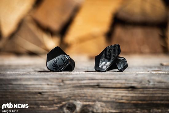 Das nachrüstbare AXS Rocker Paddle ist deutlich näher am normalen Schalthebel dran als die Schaltwippe.