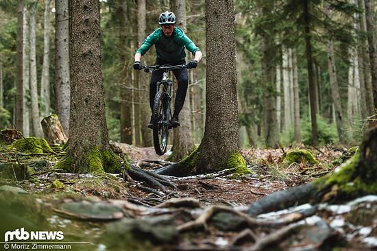 Um das schnelle High-Pivot-Bike in die Luft zu befördern braucht es etwas mehr Nachdruck.