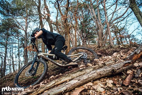 Lange Mountainbike-Hosen sind längst nicht nur noch im Bikepark oder auf der Downhill-Strecke unterwegs