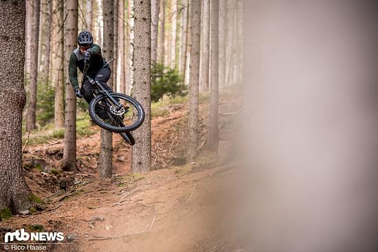 Durch das hohe Gewicht und die Option auf viel Federweg eignet sich die Gabel vor allem für Fahrer, die regelmäßig im Bikepark unterwegs sind