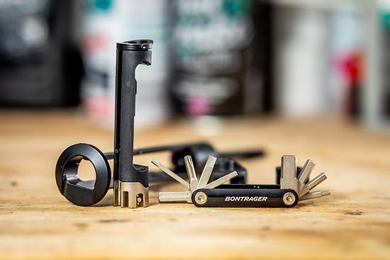 Das Bits-Tool hat die wichtigsten Werkzeuge, die man unterwegs benötigt, parat.