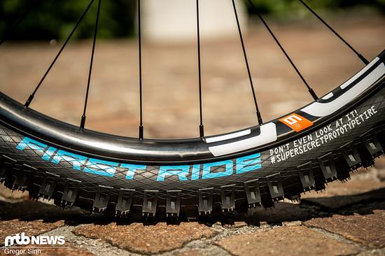 Auch die Schwalbe-Reifen von Amaury Pierron gibt es nicht im Bikeshop zu kaufen.