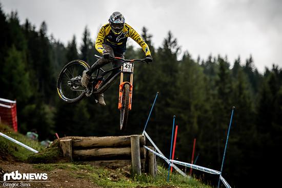 Zum Glück konnte Wyn Masters dem Dran nicht widerstehen, sein Bike richtig quer zu legen!