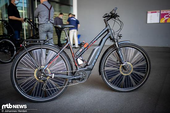 Bei Sunbike werden Solarzellen in den Laufrädern integriert: Damit lässt sich die Batterie an einem sonnigen Tag aufladen und somit die Reichweite erhöhen – rund 60 km bei einem 500 Watt-Akku zusätzlich