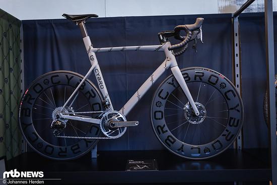 Der italienische Newcomer Cybro zeigte auch ein schickes Aero-Rennrad